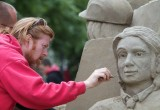 Den Haag_zand sculping_oorlog